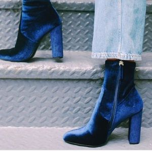 NWOT Steve Madden 'Edit' Blue Velvet Booties 8.5